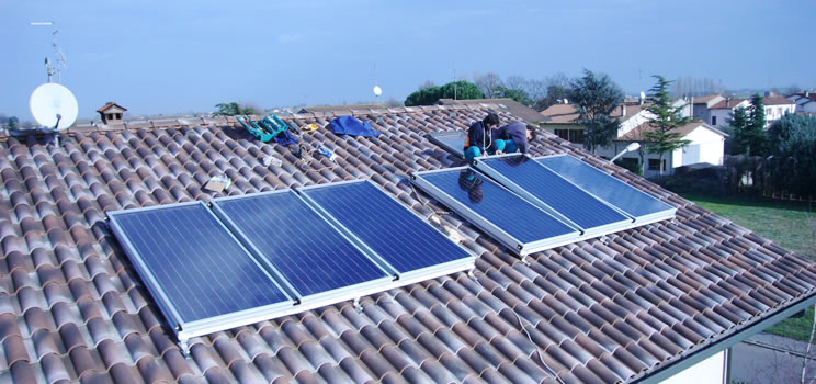 Investi in un impianto solare termico a basso costo for Pannelli termici