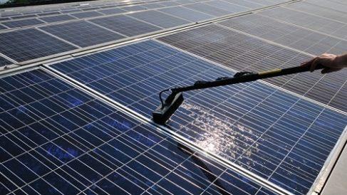 Protezione impianti fotovoltaici – come abbattere i costi di pulizia
